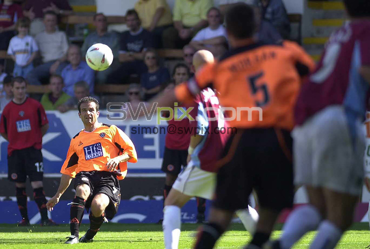 Pix: Simon Wilkinson/SWpix.com. Football. The Coca-Cola Football League Championship. Burnley v Sheffield United. 07/08 2004...COPYRIGHT PICTURE>>SIMON WILKINSON>>01943 608782>>..Sheffield United's Andy Liddell curls one in