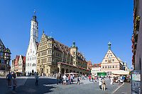 Germany, Bavaria, Middle Franconia, Rothenburg ob der Tauber: townhall and Ratstrinkstube at Market Square | Deutschland, Bayern, Mittelfranken, Rothenburg ob der Tauber: Rathaus und Ratstrinkstube auf dem Marktplatz
