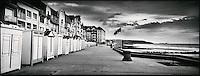 Europe/France/Nord-Pas-de-Calais/Pas-de-calais/62/Wimereux: le Front de mer ses cabines de plage  et  ses villas belle-époque
