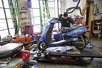 - Milano, gli artigiani del quartiere Ticinese Barona; Cristian e il suo collaboratore Stefano, dell'officina Moto Watt, riparatori di motocicli<br /> <br /> - Milan, the artisans of Ticinese Barona district; Cristian and his assistant Stefano, of Moto Watt workshop, repair of motorcycles
