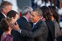 Berlin, Philip D. Murphy, US-Botschafter (l.) begruesst, US-Praesident Barack Obama am Dienstag (18.06.13) am Flughafen Tegel in Berlin. Foto: Maja Hitij/CommonLens