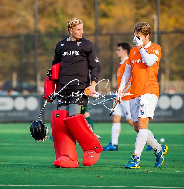 BLOEMENDAAL - keeper Maurits Visser (Bldaal) met Mats de Groot (Bldaal) tijdens  hoofdklasse competitiewedstrijd  heren , Bloemendaal-Rotterdam (1-1) .COPYRIGHT KOEN SUYK