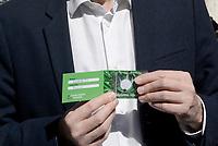 Roma, 28 Febbraio 2019<br /> Riccardo Magi mostra un seme di marijuana da consegnare al presidente della Camera Roberto Fico<br /> Attiviste e attivisti del Partito Radicali Italiani durante un flash mob davanti la Camera dei Deputati in Piazza Montecitorio per chiedere la legalizzazione della Cannabis e lanciano la nuova campagna dal titolo WeeDo!