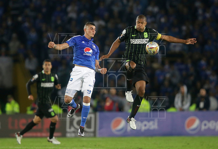 BOGOTA - COLOMBIA -31 - 03 - 2016: Michael Rangel (Izq.) jugador de Millonarios disputa el balón con Alexis Henriquez (Der.) jugador de Atletico Nacional, durante partido aplazado de la fecha 9 entre Millonarios Atletico Nacional, de la Liga Aguila I-2016, jugado en el estadio Nemesio Camacho El Campin de la ciudad de Bogota.   / Michael Rangel (L) player of Millonarios vies for the ball with Alexis Henriquez (R) player of Atletico Nacional, during a postponed match between Millonarios and Atletico Nacional,  for the date 9 of the Liga Aguila I-2016 at the Nemesio Camacho El Campin Stadium in Bogota city, Photo: VizzorImage / Ivan Valencia / Cont.