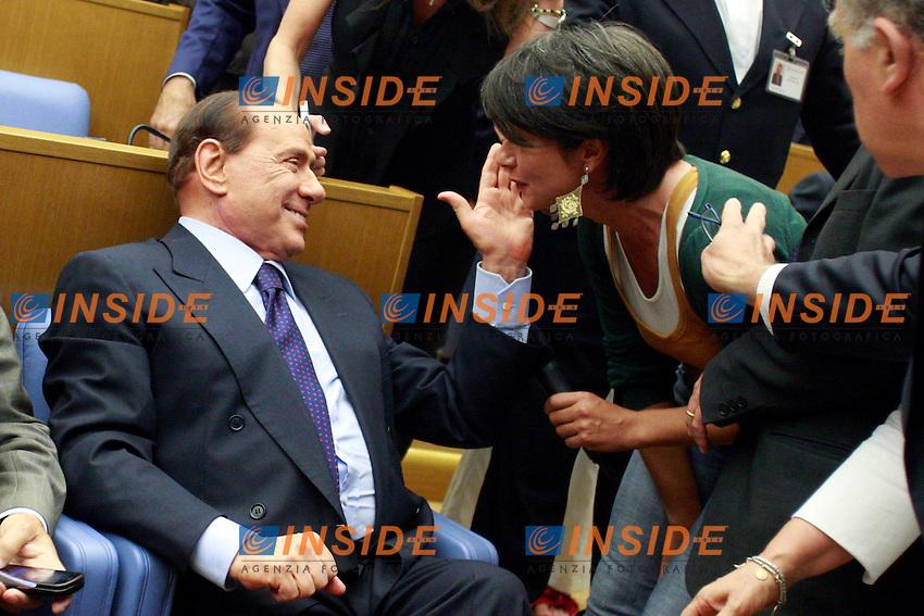 """Silvio Berlusconi fa una carezza ad una giornalista che e' riuscita ad avvicinarlo.Roma 20/06/2012 Camera, Palamentino. Presentazione del libro: """"Nel cuore dell'Impero: l'America di Obama""""..Photo Samantha Zucchi Insidefoto"""