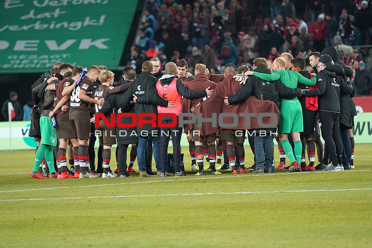 08.02.2019, RheinEnergieStadion, Koeln, GER, 2. FBL, 1.FC Koeln vs. FC St. Pauli,<br />  <br /> DFL regulations prohibit any use of photographs as image sequences and/or quasi-video<br /> <br /> im Bild / picture shows: <br /> Spielerkreis K&ouml;ln nach Ende des Spiels <br /> <br /> Foto &copy; nordphoto / Meuter