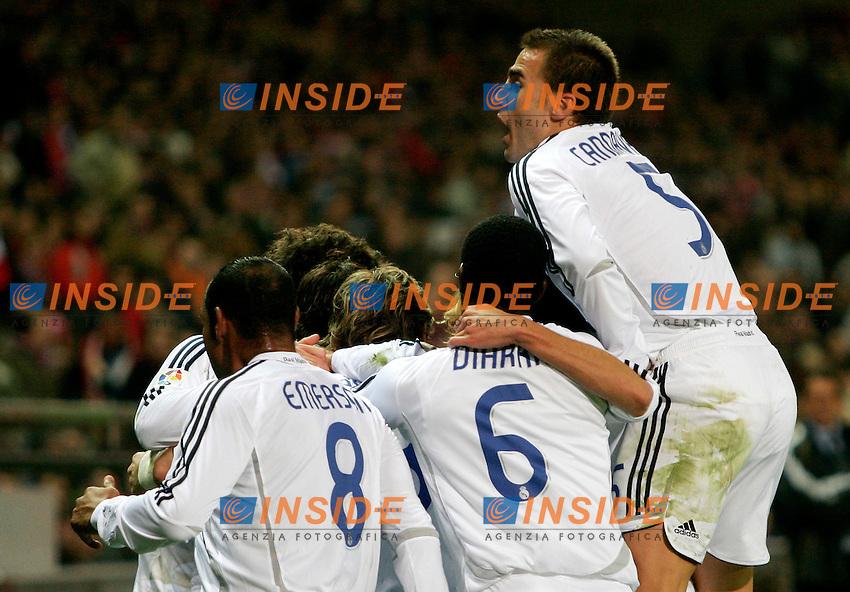 Real Madrid's Fabio Cannavaro and teammates celebrate during Spain's La Liga match at Vicente Calderon stadium in Madrid, Saturday February 25, 2007. (INSIDE/ALTERPHOTOS/Alvaro Hernandez).