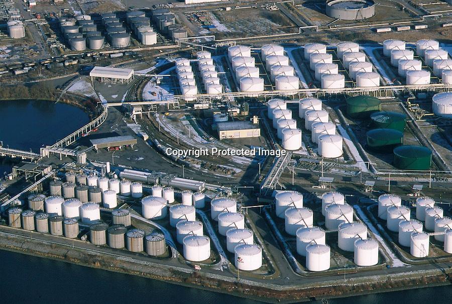 Deutschland, Hamburg, Hafen , Rethe, Neuhöfer Hafen, Tanklager, Oel