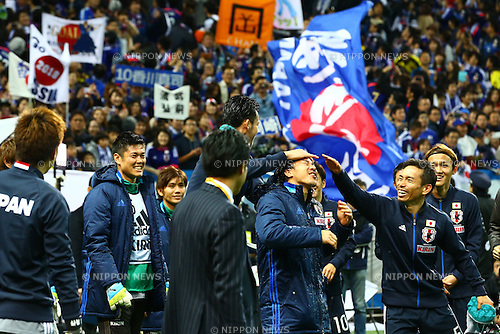 (L-R) Eiji Kawashima, Yosuke Kashiwagi, Maya Yoshida, Shinji Okazaki, Yuto Nagatomo (JPN),<br /> MARCH 29, 2016 - Football / Soccer :<br /> Shinji Okazaki of Japan celebrates his 100th international cap with teammates Maya Yoshida and Yuto Nagatomo after the FIFA World Cup Russia 2018 Asian Qualifier Second Round Group E match between Japan 5-0 Syria at Saitama Stadium 2002 in Saitama, Japan. (Photo by Kenzaburo Matsuoka/AFLO)