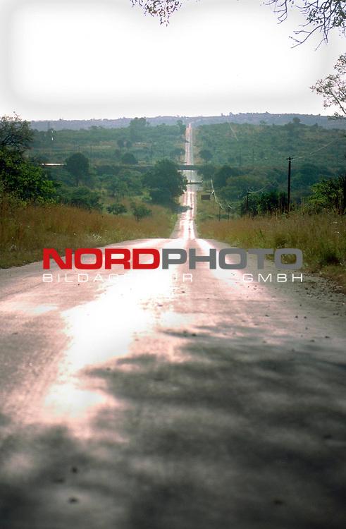 Fussball Weltmeisterschaft 2010  Suedafrika<br /> <br /> EIn Erlebnis ist auch die Fahrt in dem  weltbekannten Kr&uuml;ger Nationalpark , der nur ueber die Naturstrassen geht.<br /> <br /> Foto &copy; nph (  nordphoto  )<br />  *** Local Caption *** <br /> <br /> Fotos sind ohne vorherigen schriftliche Zustimmung ausschliesslich f&uuml;r redaktionelle Publikationszwecke zu verwenden.<br /> Auf Anfrage in hoeherer Qualitaet/Aufloesung