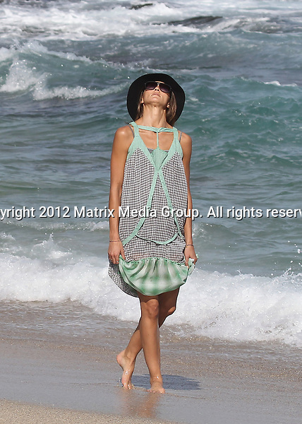 31 OCTOBER 2012 SYDNEY AUSTRALIA ..NON EXCLUSIVE ..Sharni Vinson pictured with friends on the Bondi to Bronte walk taking in the annual Sculpture By The Sea exhibition. Sharni was in a great mood getting up close with the exhibits and dipping her feet in the water at Tamarama Beach. ....*No internet without clearance*.MUST CALL PRIOR TO USE ..+61 2 9211-1088.Matrix Media Group.Note: All editorial images subject to the following: For editorial use only. Additional clearance required for commercial, wireless, internet or promotional use.Images may not be altered or modified. Matrix Media Group makes no representations or warranties regarding names, trademarks or logos appearing in the images.