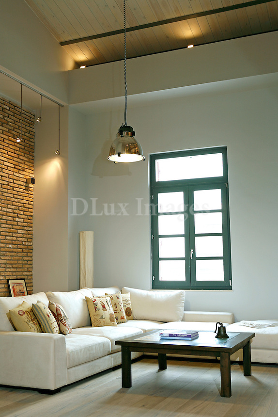 In the center of Athens a new complex of lofts called Thisio Lofts is the house of Australian owner, Vicky Koumis.