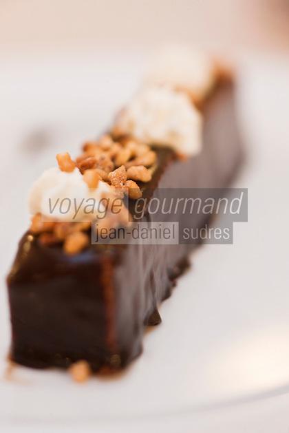 Europe/France/Bretagne/56/Morbihan/Vannes:  Barre chocolatée aux éclats de noisettes torréfiées recette d'Olivier Samson restaurant La Gourmandière  au lieu dit Poignant -