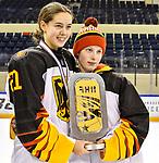 09.01.2020, BLZ Arena, Füssen / Fuessen, GER, IIHF Ice Hockey U18 Women's World Championship DIV I Group A, <br /> Siegerehrung, <br /> im Bild das deutsche Team feiert seinen Erfolg, Celine Mayer (GER, #21), Svenja Voigt (GER, #11)<br /> <br /> Foto © nordphoto / Hafner