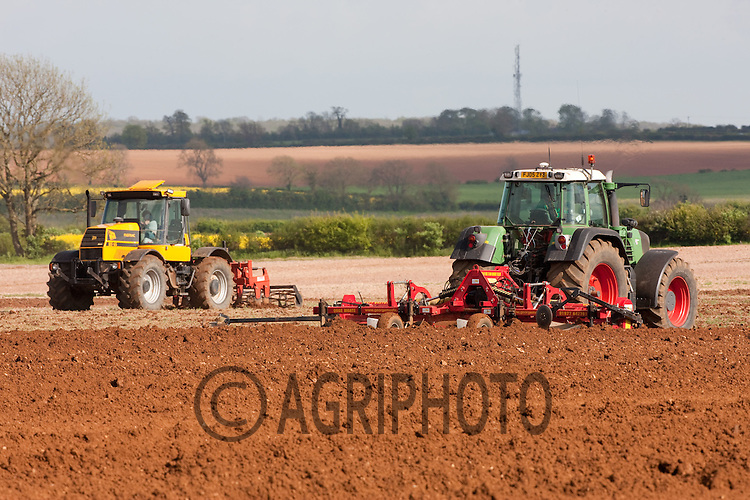Bed forming ready for planting potatoes.Picture Tim Scrivener date taken 31st May 2012 .Mobile 07850 303986 e-mail tim@agriphoto.com. ....covering agriculture in the Uk....