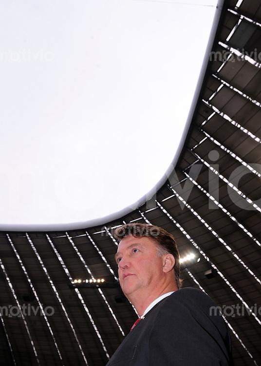 Fussball 1. Bundesliga :  Saison   2009/2010   12. Spieltag  07.11.2009 FC Bayern Muenchen - Schalke 04 Enttaeuschung Trainer Louis van Gaal (FCB)