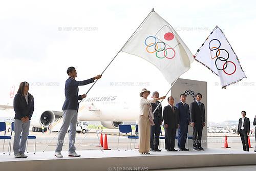 (L-R) Saori Yoshida, Keisuke Ushiro,  Yuriko Koike,  JOCTsunekazu Takeda, Toshiro Muto,  Hirokazu Matsuno,  Daichi Suzuki, <br /> AUGUST 24, 2016 : The Olympic flag welcoming ceremony at Haneda Airport in Tokyo, Japan. The Olympic flag was passed to new Tokyo governor Yuriko Koike from IOC President at the Rio de Janeiro 2016 Olympic Games closing ceremony on August 21. Tokyo will host the 2020 Olympic Games. (Photo by AFLO SPORT)