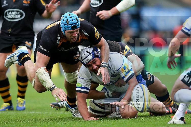 London Wasps' James Haskell, man of the match, tackles Bath's Leroy Houston - Rugby Union - 2014 / 2015 Aviva Premiership - Wasps vs. Bath - Adams Park Stadium - London - 11/10/2014 - Pic Charlie Forgham-Bailey/Sportimage