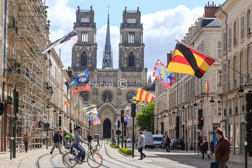 France, Loiret (45), Orléans, cathédrale Sainte-Croix et rue Jeanne d'Arc // France, Loiret, Orleans, Sainte Croix cathedral and Jeanne d'Arc street