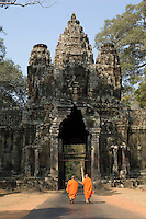 Monks at Bayon gate.