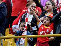 BOGOTÁ-COLOMBIA, 11–08-2019: Hinchas de Independiente Santa Fe animan a su equipo durante partido de la fecha 5 entre Independiente Santa Fe y Patriotas Boyacá, por la Liga Águila II 2019, jugado en el estadio Nemesio Camacho El Campín de la ciudad de Bogotá. / Fans of Independiente Santa Fe cheer for their team during a match of the 5th date between Independiente Santa Fe and Patriotas Boyaca, for the Aguila Leguaje II 2019 played at the Nemesio Camacho El Campin Stadium in Bogota city, Photo: VizzorImage / Luis Ramírez / Staff.
