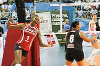 OSASCO, SP, 01.12.13 - CAMPEONATO PAULISTA DE V&Ocirc;LEI 2013 - FINAL - Fabiana, jogadora do Sesi/SP, <br /> durante partida contra o Molico/Osasco, v&aacute;lida pela final do Campeonato Paulista de V&ocirc;lei 2013, no Gin&aacute;sio Jos&eacute;<br /> Liberatti, na cidade de Osasco/SP. Foto: Geovani Velaquez / Brazil Photo Press