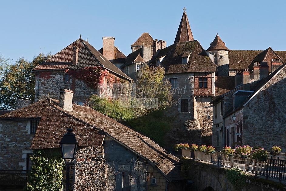 Europe/Europe/France/Midi-Pyrénées/46/Lot/Carennac: Toits du village et de l'Eglise Saint-Pierre - Plus Beaux Villages de France