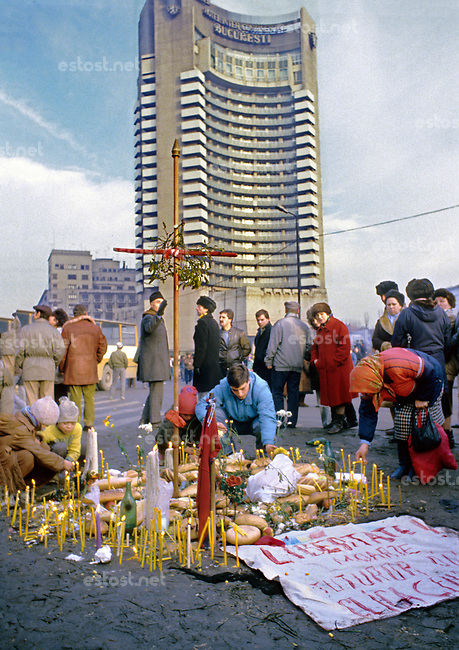 ROMANIA, Universitate, Bucharest, 23.12.1989<br /> People rise against Ceausescu. The dictator has fled the city on dec. 22. People ligting candles at the Hotel Intercontinental to commemorate the victims of the ongoing revolution. There are still shootings in the city.<br /> © Andrei Pandele / EST&OST