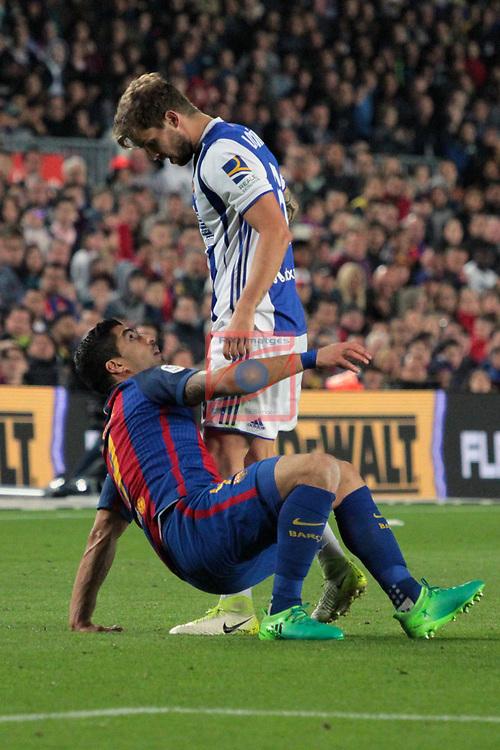 League Santander 2016/2017. Game: 32.<br /> FC Barcelona vs Real Sociedad: 3-2.<br /> Luis Suarez vs I&ntilde;igo Martinez.