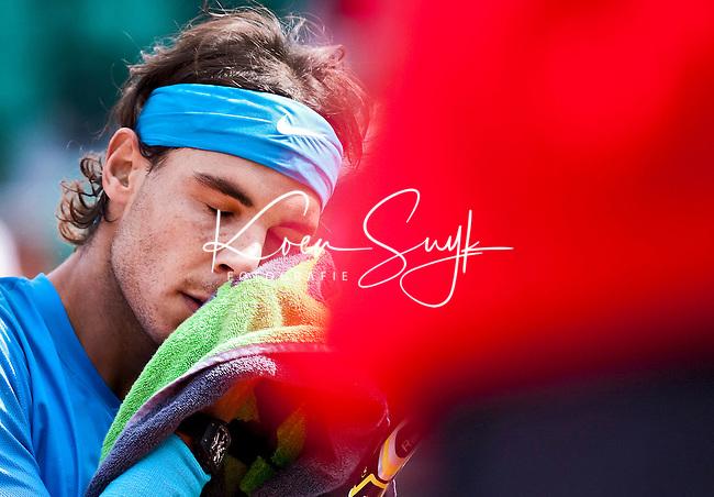 PARIJS - 28-05-2011- De Spanjaard Rafael Nadal  tijdens de derde ronde van het grandslamtoernooi Roland Garros tegen Antonio Veic (Kroatie). FOTO KOEN SUYK   0653427677 Ramplaan 9a 2015GR Haarlem