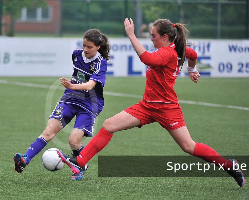 AA Gent Ladies U16 - RSC Anderlecht : Luna Platel in de achtervolging op Zoe Di Maio (links).foto DAVID CATRY / Nikonpro.be