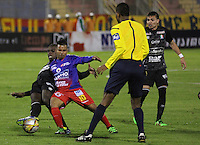 PASTO -COLOMBIA, 03-07-2016. John E. Varela jugador del  Deportivo Pasto disputa un balón con Jhon Rendon jugador de Once Caldas durante partido por la fecha 1 de la Liga Águila II 2016 jugado en el estadio La Libertad de Pasto./ John E. Varela player of Deportivo Pasto vies for the ball with Jhon Rendon player of Once Caldas for the date 1 of Aguila League II 2016 played at La Libertad stadium in Pasto. Photo: VizzorImage / Leonardo Castro / Cont