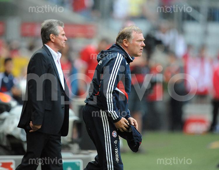 FUSSBALL   1. BUNDESLIGA   SAISON 2008/2009   30. SPIELTAG  02.05.2009 FC Bayern Muenchen  - Borussia Moenchengladbach         Jupp Heynckes (Trainer FCB links), Hermann Gerland (Co-Trainer FCB rechts)