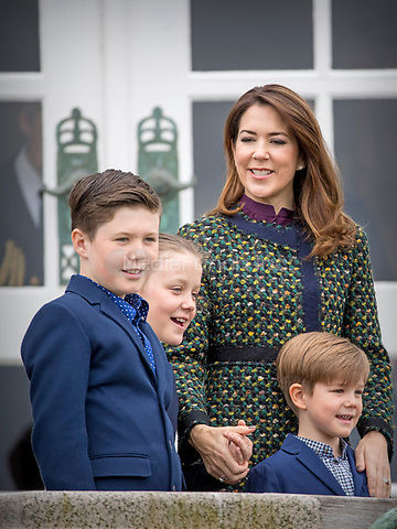 Crown Princess Mary, Prince Christian, Princess Isabella and Prince Vincent of Denmark attend the 77th birthday celebrations of Queen Margrethe at Marselisborg palace in Aarhus, Denmark, 16 April 2017. Photo: Patrick van Katwijk Foto: Patrick van Katwijk/Dutch Photo Press/dpa /MediaPunch ***FOR USA ONLY***