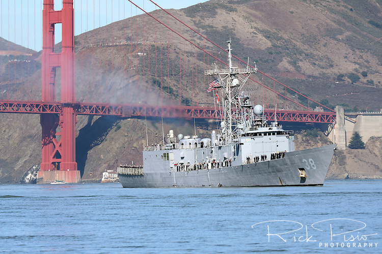 With her crew lining the decks the Oliver Hazard Perry class frigate USS Curts (FFG 38) passes under the Golden Gate Bridge and into San Francisco Bay as part of the 2010 San Francisco Fleet Week Parade of Ships. The USS Curts was commissioned in 1983 and is now assigned to the Pacific Naval Reserve Force and homeported at San Diego, California.