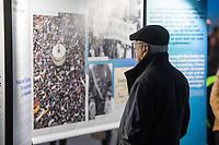 In Berlin haben am Montagabend (04.11.2019) die Feierlichkeiten zum 30. Jubilaeum der friedlichen Revolution in der DDR und des Mauerfalls begonnen. Eroeffnet wurde die Festivalwoche auf dem Alexanderplatz vom Regierenden Buergermeister Michael Mueller (SPD). Dort waren erstmals grossflaechige 3D-Videoprojektionen mit historischen Filmaufnahmen zu den Ereignissen von 1989/1990 zu sehen.<br /> Im Bild: Eine Ausstellung auf dem Alexanderplatz informiert ueber die Ereignisse.<br /> 4.11.2019, Berlin<br /> Copyright: Christian-Ditsch.de<br /> [Inhaltsveraendernde Manipulation des Fotos nur nach ausdruecklicher Genehmigung des Fotografen. Vereinbarungen ueber Abtretung von Persoenlichkeitsrechten/Model Release der abgebildeten Person/Personen liegen nicht vor. NO MODEL RELEASE! Nur fuer Redaktionelle Zwecke. Don't publish without copyright Christian-Ditsch.de, Veroeffentlichung nur mit Fotografennennung, sowie gegen Honorar, MwSt. und Beleg. Konto: I N G - D i B a, IBAN DE58500105175400192269, BIC INGDDEFFXXX, Kontakt: post@christian-ditsch.de<br /> Bei der Bearbeitung der Dateiinformationen darf die Urheberkennzeichnung in den EXIF- und  IPTC-Daten nicht entfernt werden, diese sind in digitalen Medien nach §95c UrhG rechtlich geschuetzt. Der Urhebervermerk wird gemaess §13 UrhG verlangt.]