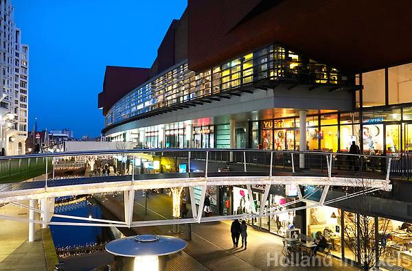 Nederland Zaandam -  Januari 2018.  Het vernieuwde centrum van Zaandam. Winkels in het stationsgebied.  Foto Berlinda van Dam / Hollandse Hoogte