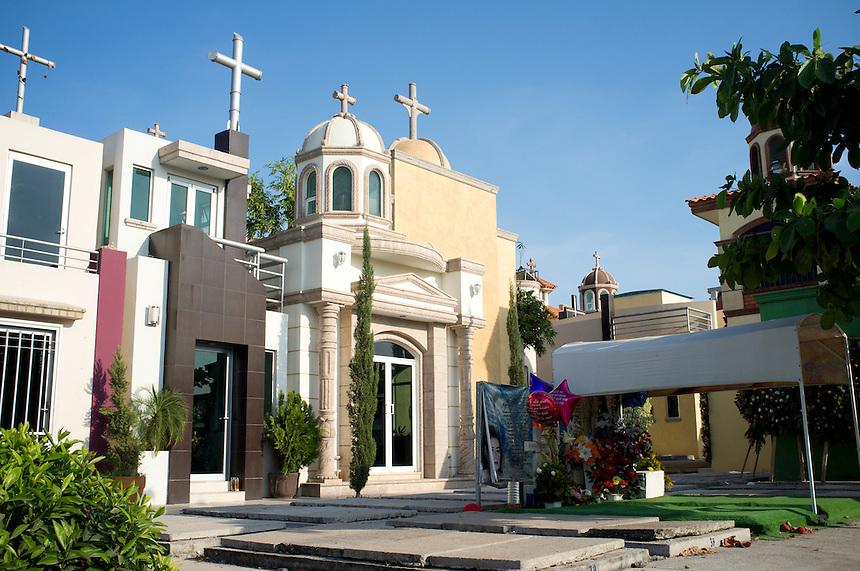 Jardines de humaya graveyard culiacan sinaloa adam wiseman for Jardines mexico