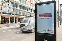 """Die Auswirkungen der Corona-Krise sind nach Inkrafttreten der Anordnung des Berliner Senats, wonach nur noch Versorgungsgeschaefte die fuer den taeglichen Bedarf notwendig sind geoeffnet sein duerfen (Lebensmittelgeschaefte, Apotheken, Drogerien, Zeitungsgeschaefte), im oeffentlichen Leben deutlich sichtbar.<br /> Im Bild: Eine Werbetafel mit einer Oeffentlichkeitskampagne des Berliner Senat, mit der die Bevoelkerung u.a. aufgerufen wird, """"soziale Kontakte auf ein Minimum"""" zu reduzieren um gemeinsam gegen die Verbeitung des Corona-Virus zu kaempfen. Im Hintergrund das geschlossene Einkaufszentrum """"Bikinihaus"""" in Berlin-Charlottenburg.<br /> 19.3.2020, Berlin<br /> Copyright: Christian-Ditsch.de<br /> [NUR FUER REDAKTIONELLE ZWECKE! Werbung nur auf Anfrage beim Fotografen. Inhaltsveraendernde Manipulation des Fotos nur nach ausdruecklicher Genehmigung des Fotografen. Vereinbarungen ueber Abtretung von Persoenlichkeitsrechten/Model Release der abgebildeten Person/Personen liegen nicht vor. NO MODEL RELEASE! Don't publish without copyright Christian-Ditsch.de, Veroeffentlichung nur mit Fotografennennung, sowie gegen Honorar, MwSt. und Beleg. Konto: I N G - D i B a, IBAN DE58500105175400192269, BIC INGDDEFFXXX, Kontakt: post@christian-ditsch.de<br /> Bei der Bearbeitung der Dateiinformationen darf die Urheberkennzeichnung in den EXIF- und  IPTC-Daten nicht entfernt werden, diese sind in digitalen Medien nach §95c UrhG rechtlich geschuetzt. Der Urhebervermerk wird gemaess §13 UrhG verlangt.]"""