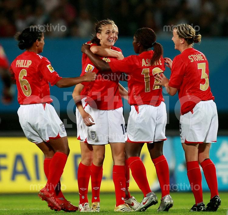 Fussball Frauen Weltmeisterschaft China 2007 , ,  Gruppe A , England - Argentinien , England - Argentina  Marx PHILLIP , Jill SCOTT , Anita ASANTE und Casey STONEY (alle ENG) jubeln ueber das 2:0