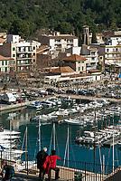 Spanien, Mallorca, Port de Soller: Kuestenort mit Yachthafen und Endstation der Straßenbahnverbindung von Sóller nach Port de Sóller | Spain, Mallorca, Port de Soller: touristy harbour with marina and final tram stop from Sóller to Port de Sóller