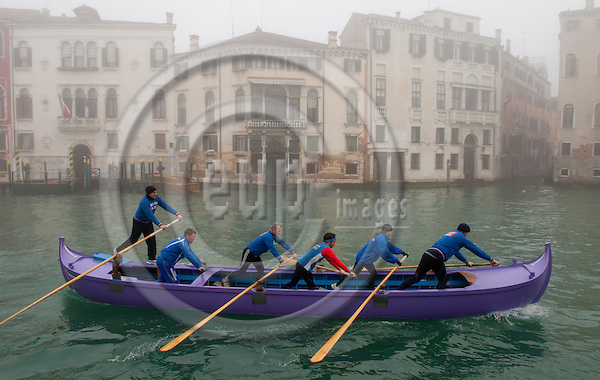 Venice-Italy - January 16, 2011 -- Participants of a rallye of Venetian rowing clubs on Grand Canal / Canal Grande in the early morning winter mist; position: Stae -- infrastructure, transport, water, culture -- Photo: Horst Wagner / eup-images