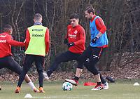 Marco Russ (Eintracht Frankfurt) gegen Luka Jovic (Eintracht Frankfurt) - 06.03.2018: Eintracht Frankfurt Training, Commerzbank Arena