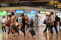 SAO PAULO, 12 DE FEVEREIRO DE 2013. - MOVIMENTACAO RODOVIARIA TIETE - Movimentacao de passageiros na Rodoviaria do Tiete, zona norte da capital,  na manha desta quarta feira de cinzas, 13. (FOTO: ALEXANDRE MOREIRA / BRAZIL PHOTO PRESS).