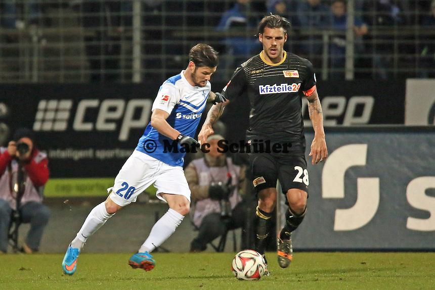 Marcel Heller (SV98) gegen Christopher TRimmel (Union) - SV Darmstadt 98 vs. 1. FC Union Berlin, Stadion am Boellenfalltor