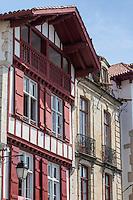 France, Pyrénées-Atlantiques (64), Pays-Basque, Saint-Jean-de-Luz : rue Mazarin - Maison Alexandrenia et Maison des trois canons // France, Pyrenees Atlantiques, Basque Country, Saint Jean de Luz: Maison Alexandrenia and  Maison des trois canons