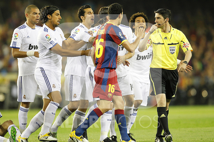 Real Madrid's players and  FC Barcelona's players have words with the referee during la Spain King's Cup Final match in Valencia, Spain on April 20th 2011...Photo: Cesar Cebolla / ALFAQUI