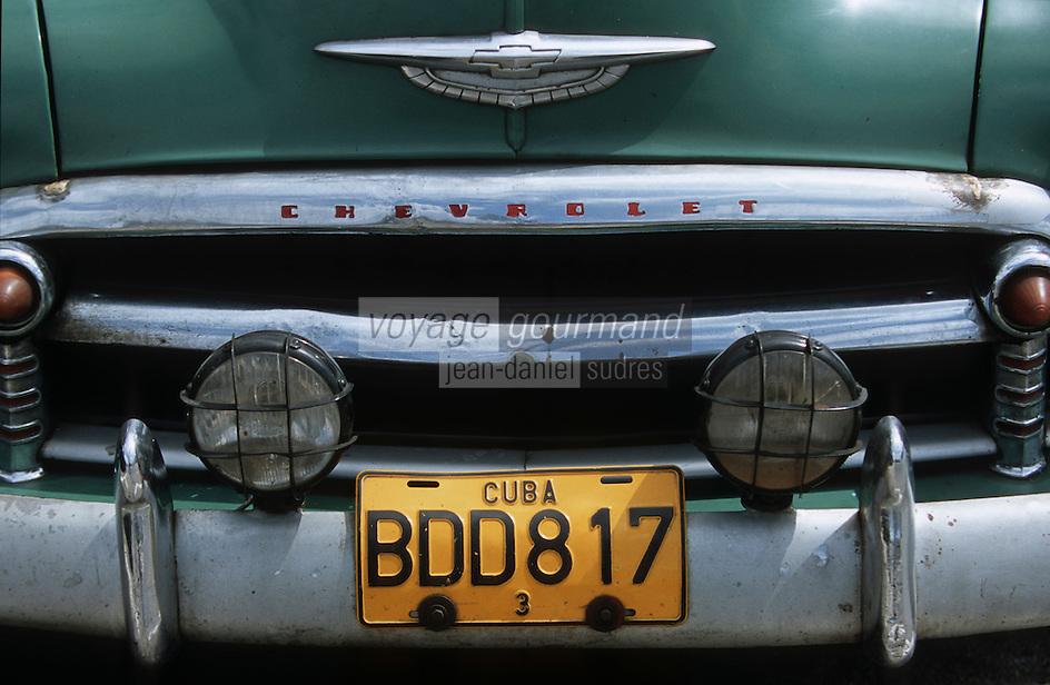 Cuba/La Havane: Détail vieilles voitures américaines sur le Malecon - Calandre