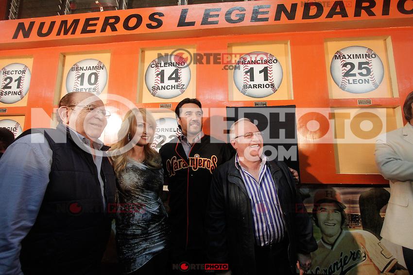 Vinicio Castilla Ex ligamayorista recibio un homenaje en el estadio Hector Espino en el cual se retiro su numero 9 que utilizara con Naranjeros de Hermosillo, le acompa&ntilde;o su esposa y Enrique Mazon prosidente del club  Najanjeros.<br /> (Luis Gutierrez/NortePhoto) .<br /> Staff/NortePhoto