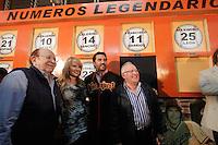 Vinicio Castilla Ex ligamayorista recibio un homenaje en el estadio Hector Espino en el cual se retiro su numero 9 que utilizara con Naranjeros de Hermosillo, le acompaño su esposa y Enrique Mazon prosidente del club  Najanjeros.<br /> (Luis Gutierrez/NortePhoto) .<br /> Staff/NortePhoto